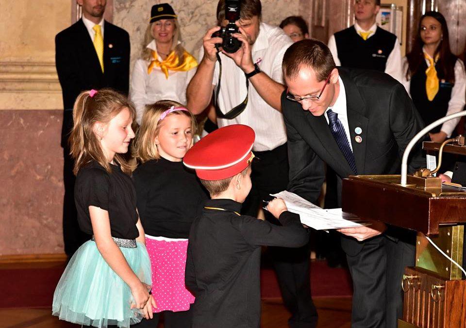 NEJKRÁSNĚJŠÍ NÁDRAŽÍ – vystoupení našich žáků v krásném sále Valdštejnského paláce!